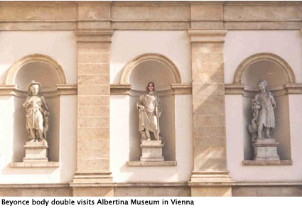 beyoncestatues-by-the-albertina